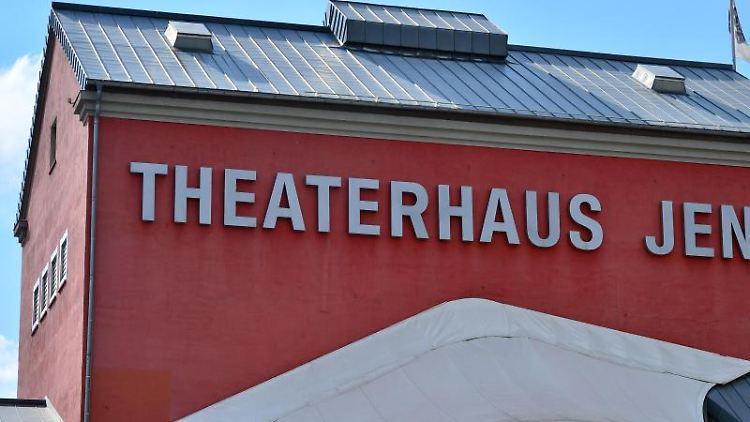 Die Fassade des Theaterhauses Jena. Foto: Martin Schutt/dpa-Zentralbild/dpa/Archivbild