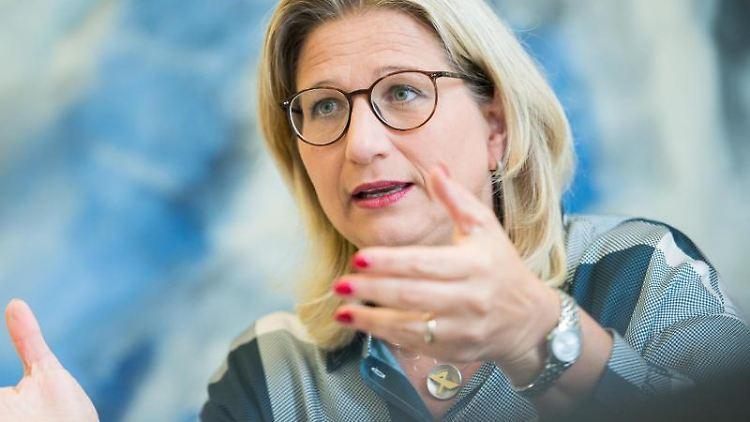 Wirtschaftsministerin Anke Rehlinger (SPD). Foto: Oliver Dietze/dpa/Archivbild