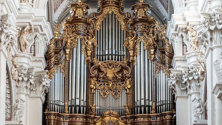 Die Orgel im Dom St. Stephan. Foto: Armin Weigel/dpa