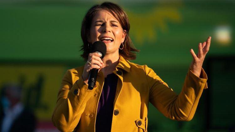 Die Kanzlerkandidatin von Bündnis 90/Die Grünen, Annalena Baerbock, hält beim Wahlkampf eine Rede. Foto: Nicolas Armer/dpa/Archivbild