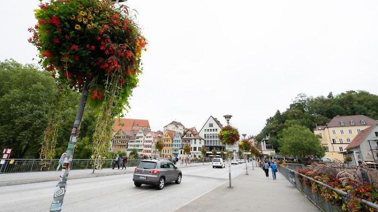 Die Neckarbrücke in Tübingen. Foto: Bernd Weißbrod/dpa