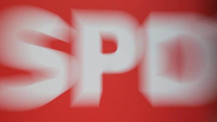 Das Logo der SPD ist in der SPD-Parteizentrale zu sehen. Foto: Wolfgang Kumm/dpa