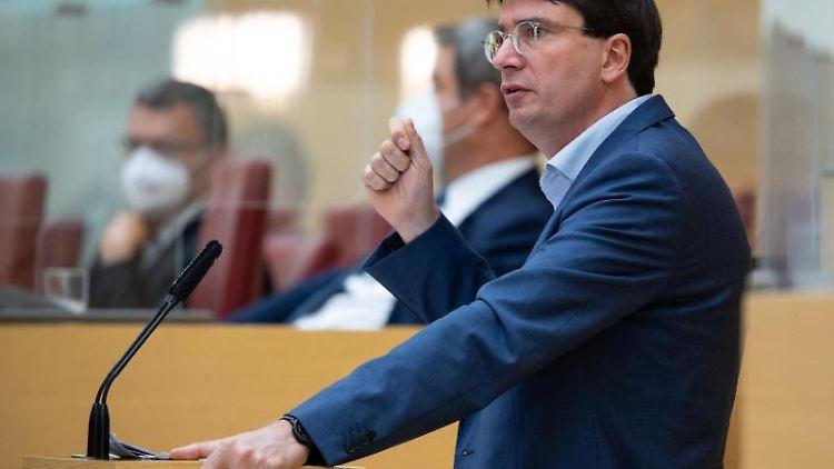 Florian von Brunn, SPD-Fraktionsvorsitzender im bayerischen Landtag, spricht. Foto: Sven Hoppe/dpa-pool/dpa/Archivbild