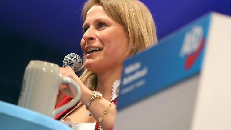 Corinna Miazga, Landesvorsitzende der bayerischen AfD spricht. Foto: Karl-Josef Hildenbrand/dpa/Archivbild