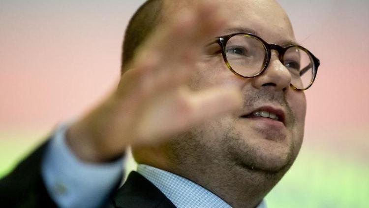 Frank Müller-Rosentritt, Vorsitzender der FDP Sachsen, spricht. Foto: Christoph Soeder/dpa/ZB
