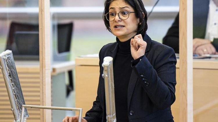 Serpil Midyatli (SPD) spricht. Foto: Frank Molter/dpa/Archivbild