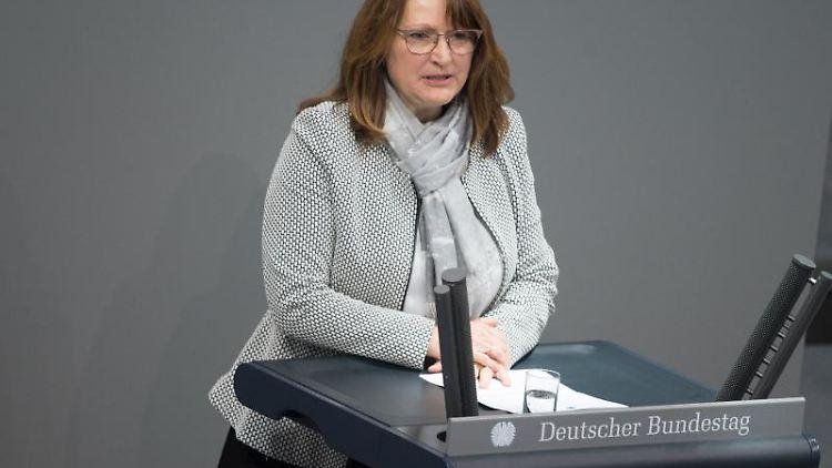 Heike Brehmer (CDU/CSU) spricht im Bundestag. Foto: Jörg Carstensen/dpa