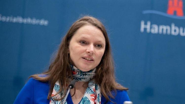 Melanie Leonhard (SPD) spricht. Foto: Daniel Reinhardt/dpa/Archivbild