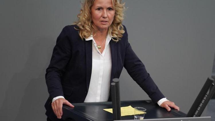 Steffi Lemke (Bündnis90/Die Grünen) spricht im Bundestag. Foto: Jörg Carstensen/dpa