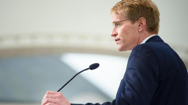 Daniel Günther (CDU) spricht. Foto: Gregor Fischer/dpa/Archivbild