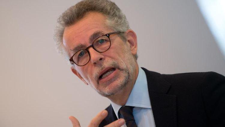Prof. Hans Vorländer, Lehrstuhinhaber Professur für Politische Theorie, spricht. Foto: Arno Burgi/dpa-Zentralbild/dpa