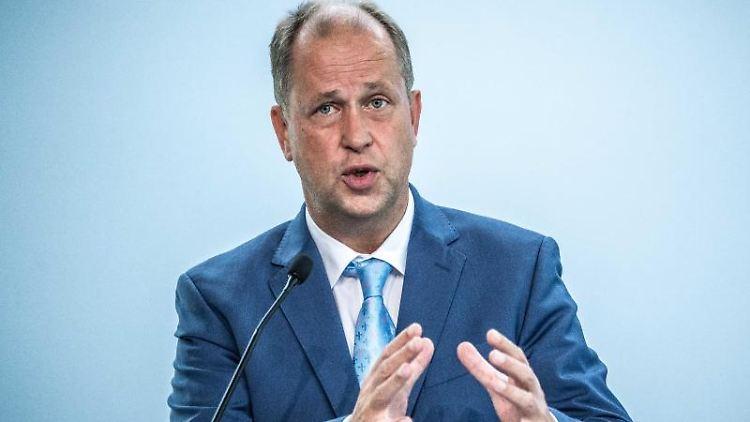 Joachim Stamp (FDP) spricht. Foto: Michael Kappeler/dpa/Archivbild