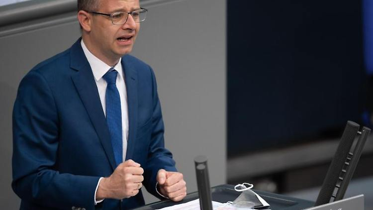 Michael Brand (CDU) spricht im Bundestag. Foto: Christophe Gateau/dpa
