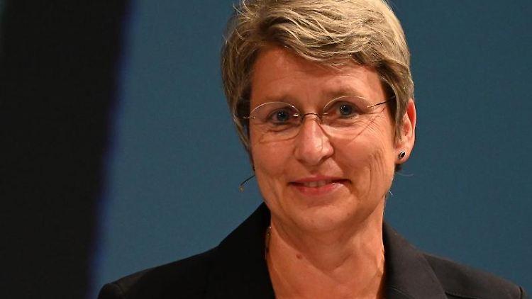 Petra Broistedt (SPD) spricht. Foto: Swen Pförtner/dpa