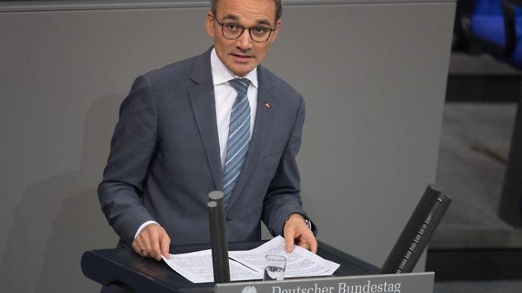 Wilfried Oellers (CDU/CSU) spricht. Foto: Jörg Carstensen/dpa