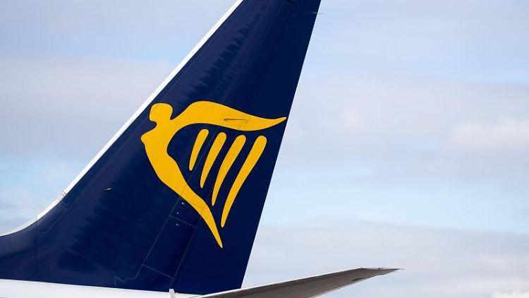 Ein Linienflugzeug der Fluggesellschaft Ryanair. Foto: Daniel Karmann/dpa/Symbolbild