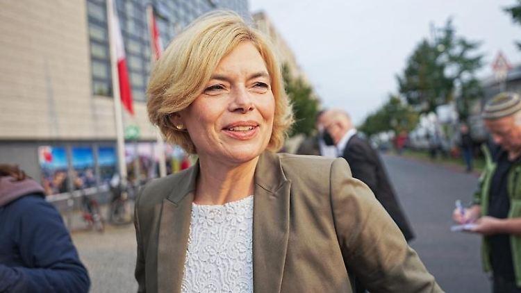 Landwirtschaftsministerin Julia Klöckner kommt zum Konrad-Adenauer Haus vor den Gremiensitzungen. Foto: Michael Kappeler/dpa