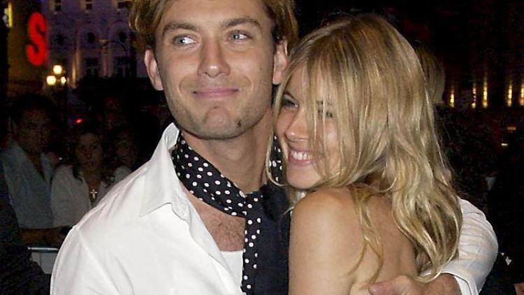 Jude Law soll seiner Freundin Sienna Miller einen teuren Ring zu Weihnachten geschenkt haben.