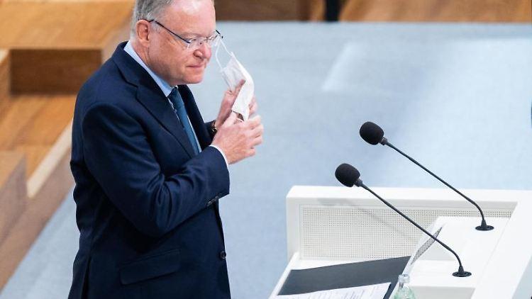 Niedersachsens Ministerpräsident Stephan Weil spricht in Hannover. Foto: Julian Stratenschulte/dpa/archivbild