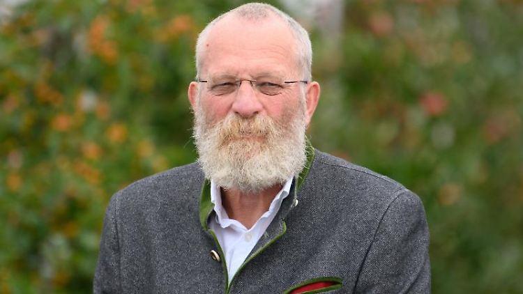Wolfgang Blasig (SPD), Landrat Potsdam-Mittelmark, wird interviewt. Foto: Soeren Stache/dpa-Zentralbild/dpa