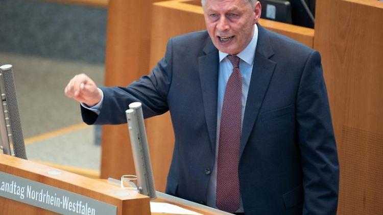 Bodo Löttgen, CDU-Fraktionsvorsitzender, spricht im Landtag. Foto: Federico Gambarini/dpa