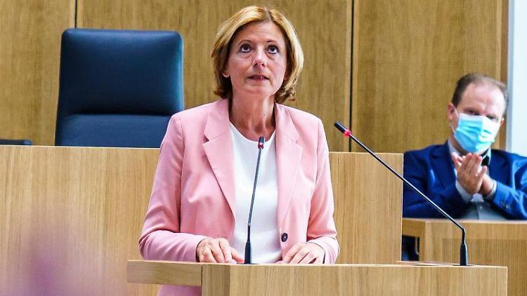 Ministerpräsidentin Malu Dreyer (SPD) spricht im Landtag von Rheinland-Pfalz. Foto: Andreas Arnold/dpa/Archivbild