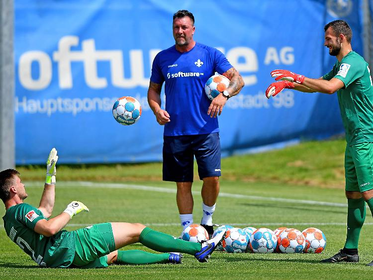"""""""Hell years"""" for Dimo Wache: Bundesliga goalkeeper needed to study to stroll once more"""