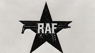 Die Rote Armee Fraktion - besser bekannt unter ihrem Kürzel RAF - hält 30 Jahre lang die Bundesrepublik in Atem. Am Anfang steht eine Kaufhausbrandstiftung in Frankfurt/Main 1968 und am Ende die