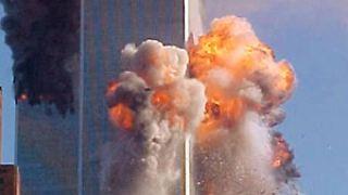 Beim Aufprall auf den Turm kommt es zu einer heftigen Explosion. Für die Passagiere an Bord des Flugzeugs....