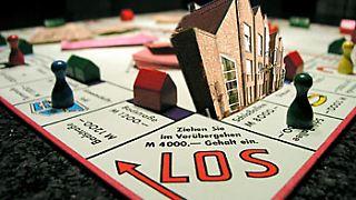 Die zehnjährige Spekulationsfrist für geschlossene Immobilienfonds bleibt erhalten. Erträge aus Vermietungen und Verpachtungen werden auch nach 2009 mit dem persönlichen Steuersatz belegt.