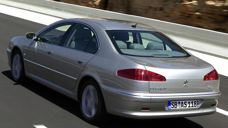 Ausrangiertes Flaggschiff: Der Peugeot 607 ist bis auf Restexemplare nur noch als Gebrauchter zu bekommen. Insgesamt gilt der Wagen dem ADACzufolge als zuverlässig. (Bild: Peugeot/dpa/tmn)