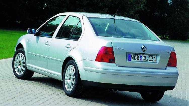 Ein Jetta namens Bora: Die Stufenheckversion des Golf mit neuer Modellbezeichnung blieb gemessen an den VW-Erwartungen erfolglos. (Bild: Volkswagen/dpa/tmn)