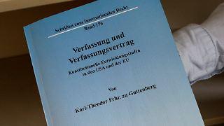 2011-02-16T121114Z_01_FAB02_RTRMDNP_3_GERMANY-GUTTENBERG-DISSERTATION.JPG8804925412534347477.jpg