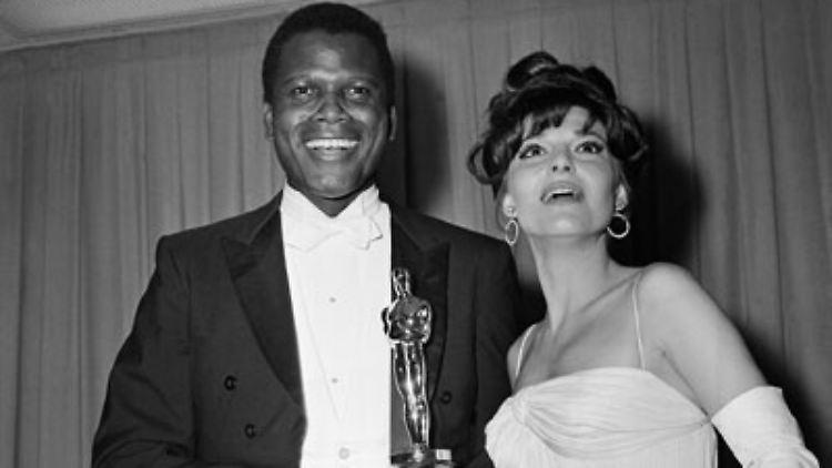 Sein Spielfilmdebüt gab er 1965 mit