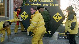Umweltorganisationen machen auf die Sicherheitsrisiken der Atomkraftwerke aufmerksam ...