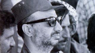 PLO-Chef Arafat und seine Kämpfer werden mit griechischen Fähren ins Exil nach Tunis gebracht.