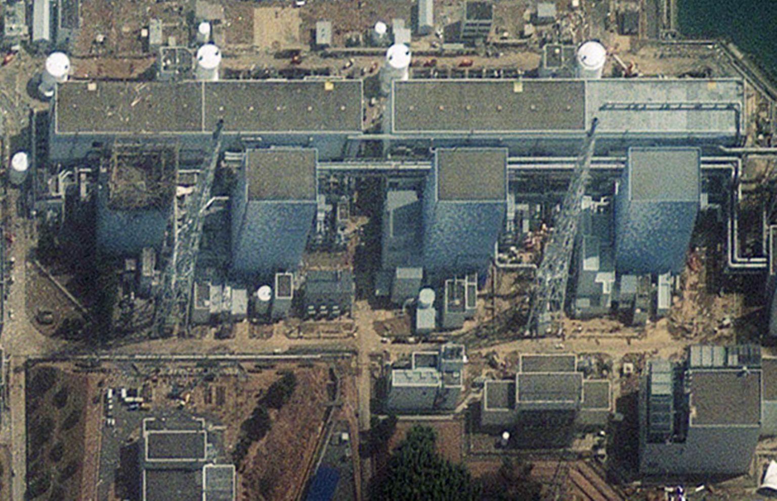 2011-03-16T043914Z_01_SGP229R_RTRMDNP_3_JAPAN-QUAKE.JPG1070855149919805785.jpg