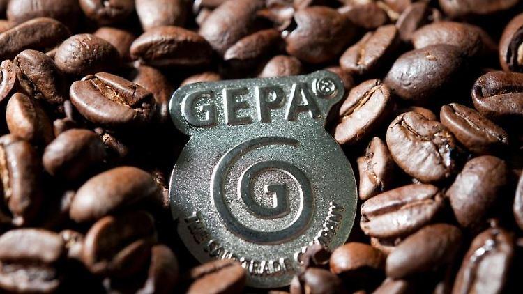 Kaffee, Säfte, Blumen: Verbraucher greifen immer öfter zu