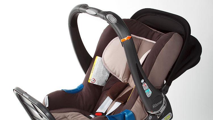 seitenaufprallschutz jetzt mit airbag kindersitze im test. Black Bedroom Furniture Sets. Home Design Ideas