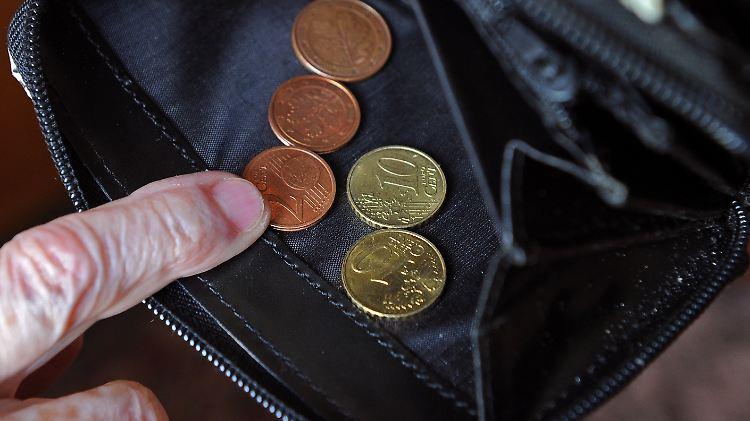 Das Risiko Der Altersarmut Steigt Mehr Renten Unter Sozialhilfe