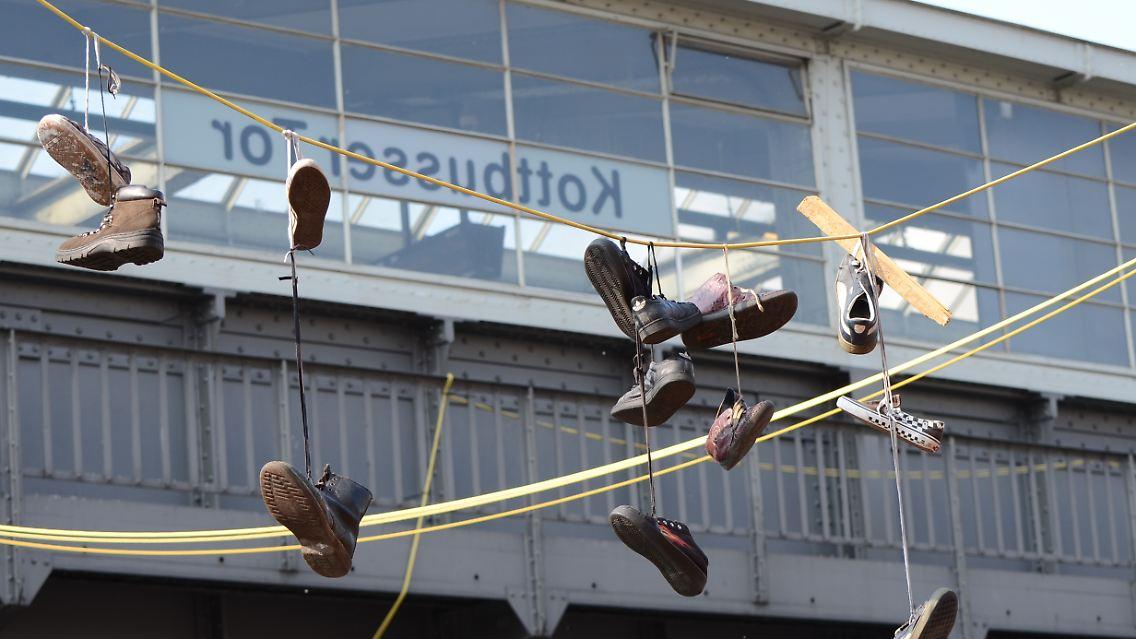best sneakers be88e 21542 Ein Phänomen, das die Welt bewegt: Das Rätsel der hängenden ...