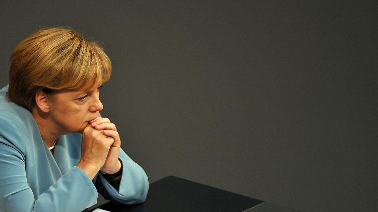 Merkel_nachdenklich.jpg