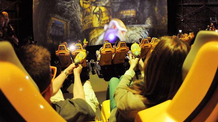 Virtuelle Fahrt durch eine einsturzgefährdete Mine: Der Filmpark Babelsberg hat eine neue Hightech-Attraktion.jpg