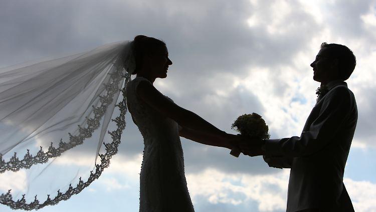 Geld Fur Die Hochzeit Finanzamt An Feierlichkeiten Beteiligen N