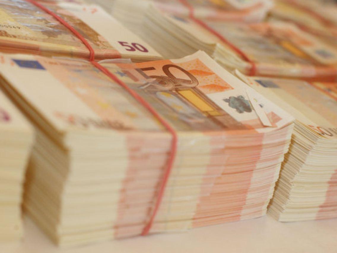 Fußboden Aus Geld ~ Geld häuser und autos beschlagnahmt geldwäsche ring ausgehoben