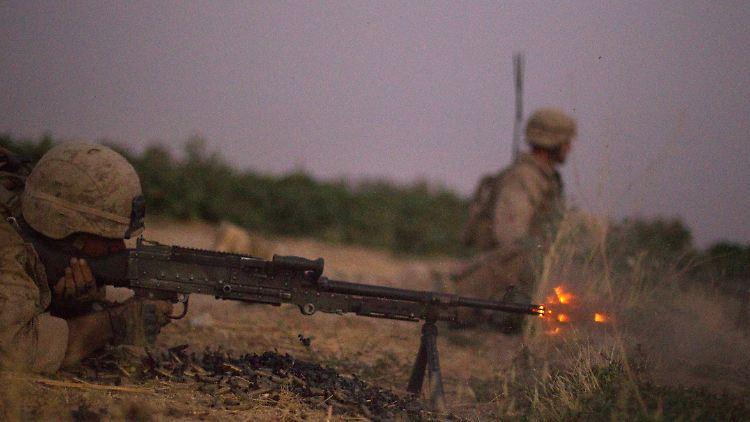 Ein US-Soldat ist in der afghanischen Provinz Helmand in ein Gefecht verwickelt.