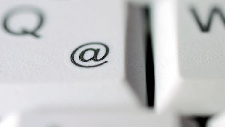 E-Mails sollten bis zum nächsten Werktag beantwortet werden. (Bild: dpa)