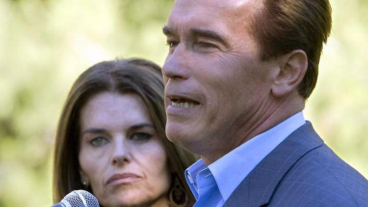 Arnold Schwarzenegger und seine Noch-Ehefrau Maria Shriver sind froh, dass es ihrem Sohn wieder besser geht.