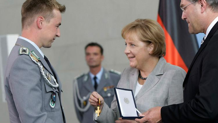 DEU_Bundeswehr_Ehrenkreuz_KNO101.jpg7469956063538698911.jpg
