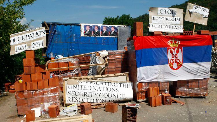 2011-08-07T130631Z_01_BEL10_RTRMDNP_3_KOSOVO-SERBIA.JPG4039565515654532130.jpg